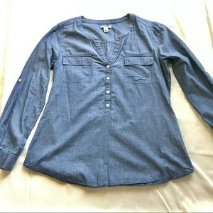 Old Navy Chambray Top Front Pockets Rounded Hem